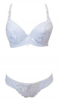 C cup bra set with removable straps